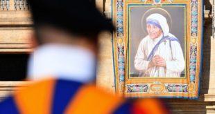 Papa Françesku ka shenjtëruar Nënë Terezën