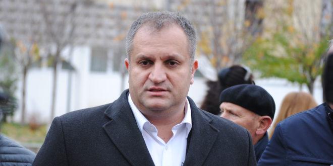 Shpend Ahmeti thotë se duhet të merret një vendim i përbashkët për taksën duke e pezulluar atë për 90 ditë