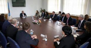 Kryetari i Prishtinës, Shpend Ahmeti, priti në vizitë një grup deputetësh të Landit Nordrhein Westfalen