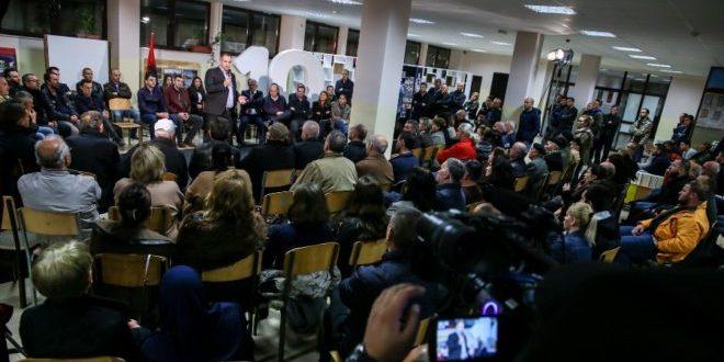 Kryetari i Prishtinës Shpend Ahmeti mbajti tubim në Tophane, ku i paraqiti zotimet për mandatin e ardhshëm