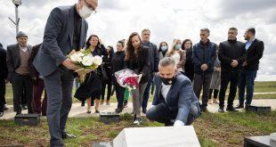 Kryetari i Skenderajt, Bekim Jashari, së bashku me shoqatat e dala nga lufta e UÇK-së, kanë bërë homazhe te varri i dëshmorit, Driton M. Veliu