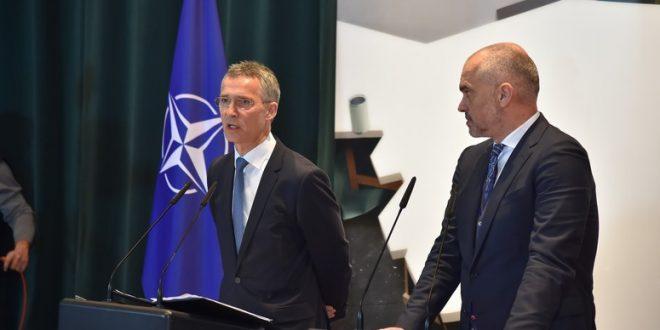 Sekretari i Përgjithshëm i NATO-s, Jens Stoltenberg, nesër viziton Tiranën, vetëm pak orë para protestës së opozitës