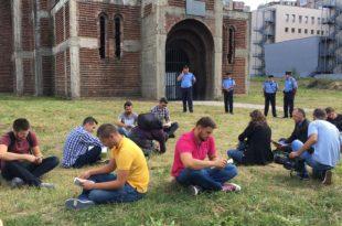 Studentët përfunduan aksionin simbolik para kishës serbe në pronën e Universitetit të Prishtinës