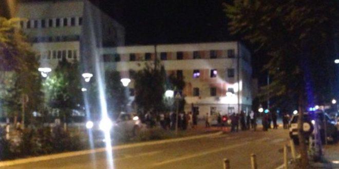 Sulmohet ndërtesa e Kuvendit të Kosovës