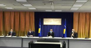Kryeministri Hoti i shoqëruar nga ministrat Zemaj, Veseli dhe Reçica takohet me Sindikatën e Infermierëve
