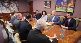 Ministri i Punëve të Jashtme, Behxhet Pacolli, ka pritur në takim delegacionin e Fondit të Ballkanit Perendimor