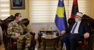 Myftiu i Kosovës, Naim Tërnava, ka pritur sot në takim komandantin e KFOR-it, gjeneralmajorin Franco Federici