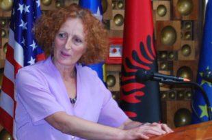 """Teuta Hadri ka përuruar librin: """"Krimi që e pashë me sytë e mi I II"""", ditar lufte i vitit 1998"""