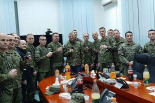 """Kryetari, Hashim Thaçi, gjatë natës së Vitit të Ri ka qëndruar në Kazermën, """"Adem Jashari"""" të FSK-së"""