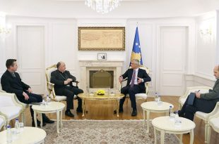 """Kryetari Thaçi takon imzot Dodë Gjergjin, e falënderon për organizimin e akademisë solemne """"Faleminderit Shqipëri"""""""