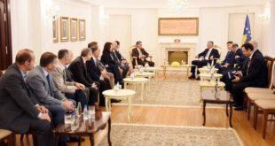 Kryetari Thaçi takoi rektorin dhe dekanët e rinj të Universitetit të Prishtinës