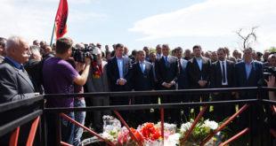 Thaçi dhe Veseli bënë homazhe te varret e heronjve: Tahir Meha e Nebih Meha