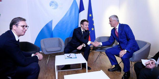 Gjatë qëndrimit në Paris, Hashim Thaçi në prani të kryetarit Macron ka biseduar me Aleksandër Vuçiqin