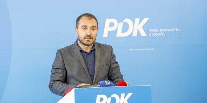 PDK kërkon dorëheqjen e ministres së Arsimit për shkak të shtyrjes së sërishme të fillimit të vitit shkollor