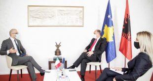 Hoxhaj e takon ambasadorin italian, Nicola Orlando, me të cilin bisedojnë për situatën aktuale në Kosovë