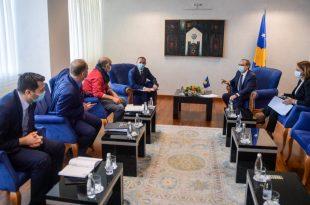 Kryeministri i vendit, Avdullah Hoti, kërkon mirëmbajtjen e masave anti-Covid në fuqi dhe respektimin e plotë të tyre