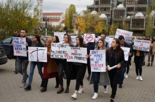 Studentët e Fakultetit të Edukimit e bojkotojnë mësimin për shkak të mos përmbushjes së kërkesës që të kenë bursa