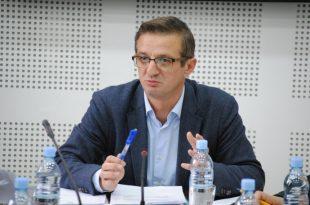 Deputeti i PSD-së, Faton Topalli, u zgjodh kryetar i Komisionit për Mbikëqyrjen e AKI-së