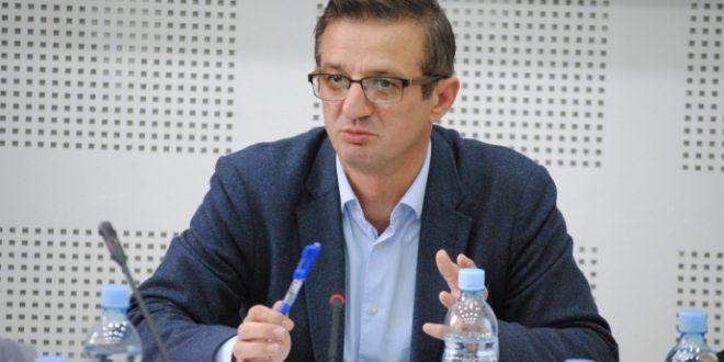 Topalli: LDK dhe Vetëvendosje po i mundësojnë funksionimin qeverisë, nuk kanë projekte opozitare për të kushtëzuar atë