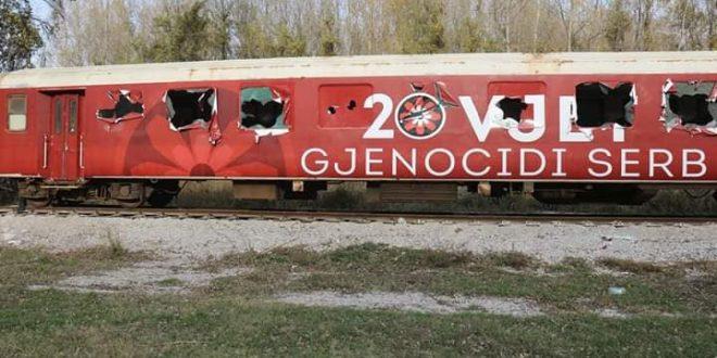 Treni i vendosur në Bllacë, nga Qeveria e Kosovës, në kujtim të 20-vjetorit të ikjes nga Kosovës është shkatërruar