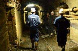 """Punëtorët e ndërmarrjes """"Trepça"""" protestojnë sot para minierës në Stën-Tërg për mos marrjen e pagave"""