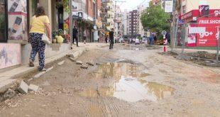 """Banorët e rrugës """"Muharrem Fejza"""" protestojnë sot për shkak të vonesave të punimeve dhe për gjendjen e rrugës"""