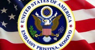 Ambasada amerikane: Mbani maskën kur jeni në publik, sidomos kur nuk mund të qëndroni më larg se 2 metra