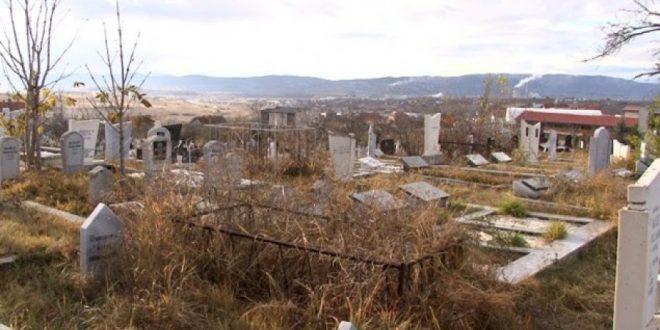 Persona të panjohur kanë vandalizuar varrezat myslimane në Prishtinë