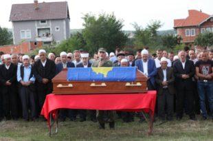 Me nderime të larta ushtarake u varros pjesëtari i FSK-së, kapiten, Sahit Goxhuli