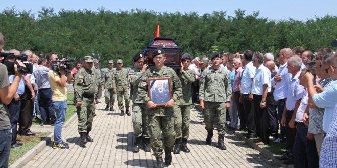 Ne nderime të larta ushtarake u varros kapiteni i FSK-së, Sejdi Krasniqi