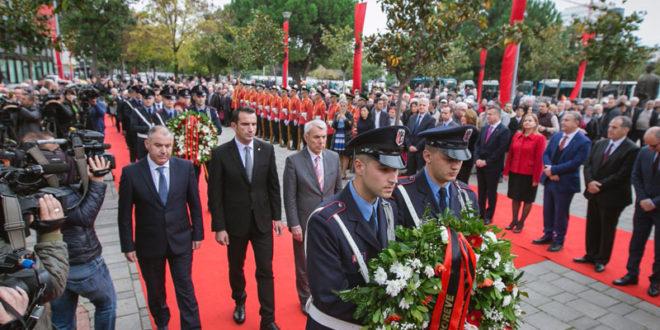 Sot në Tiranë u shënua zyrtarisht 73-vjetori i çlirimit të Shqipërisë nga pushtuesit nazifashistë