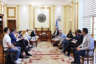 Kryekuvendari Veseli bashkëbisedon me gazetarë austriakë, për përpjekjet e gjata të popullit tonë për liri e shtet