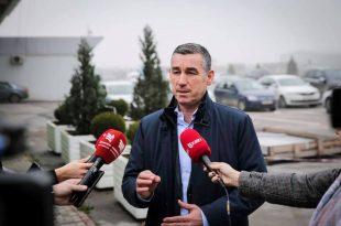 Lideri i PDK-së, Kadri Veseli kthehet nga Haga pas intervistimit nga hetuesit e Gjykatës Speciale