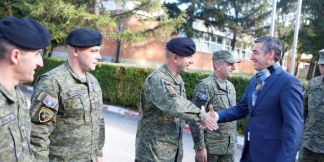 Kryekuvendari Veseli, vizitoi sot Kazermën e FSK-së në Mitrovicë