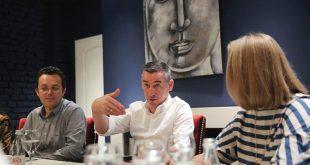 Kryetari i PDK-së, Kadri Veseli, ka takuar sot përfaqësuesit e Odës së Farmacistëve të Kosovës
