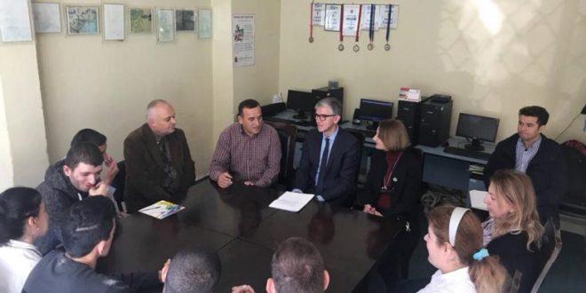"""Kandidati për kryetar të Prishtinës nga radhët e AAK-së, Arbër Vllahiu ka vizituar Shoqatën """"Klubi Dëshira"""