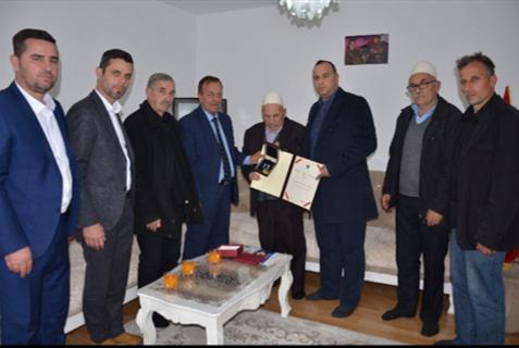 Kryetari i Republikës së Kosovës, Hashim Thaçi në bazë të kompetencave të tij e ka dekoruar dëshmorin e kombit Hajdar Shala më