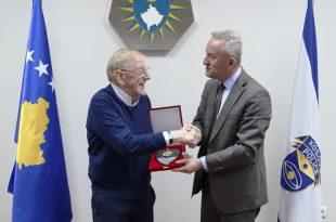 Drejtori i Përgjithshëm i Policisë së Kosovës Rashit Qalaj, ka pritur në një takim, ambasadorin William Walker