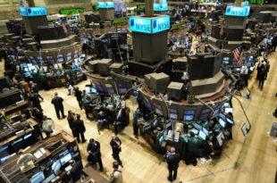 Tregjet globale, aksionet dhe dollari amerikan kanë pësuar rënie pasi po paralajmërohet fitorja e Trumpit