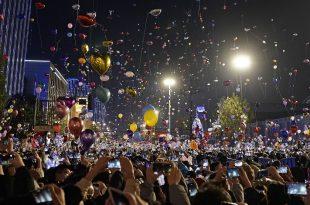 Në fokusin e pandemisë globale të coronavirusit, qyteti kinez i Wuhanit ka festuar publikisht Vitin e Ri