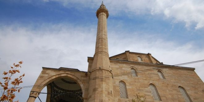 Namazi i Fitër Bajramit, në Xhaminë e Fshatit Bajgorë, u fal me plisa të bardhë mbi kokat e besimtarëve