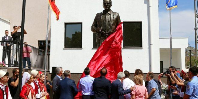 """Në Bibliotekën Kombëtare """"Pjetër Bogdani"""" mbahet Akademi përkujtimore në nderim të heroit të kombit Xhavit Haziri"""