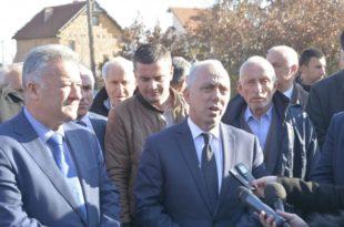 Ministri Lutfi Zharku përuroi fillimin e punimeve në tri rrugë në komunën e Ferizajt