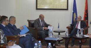 Ministri Zharku, priti në takim një delegacion të Fondit Monetar Ndërkombëtar për Kosovë